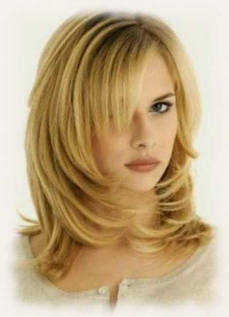 Фото прически каскад лесенка на средние волосы